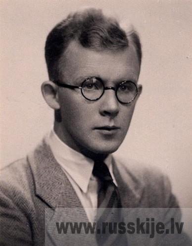 Книги из библиотеки Бориса Плюханова (1911—1993)
